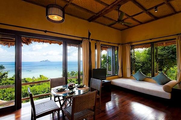Outrigger Phi Phi Island1